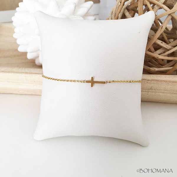 Bracelet en acier inoxydable avec croix