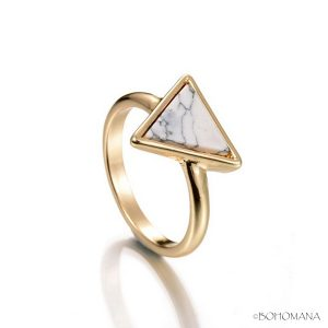 Bague or triangle marbre
